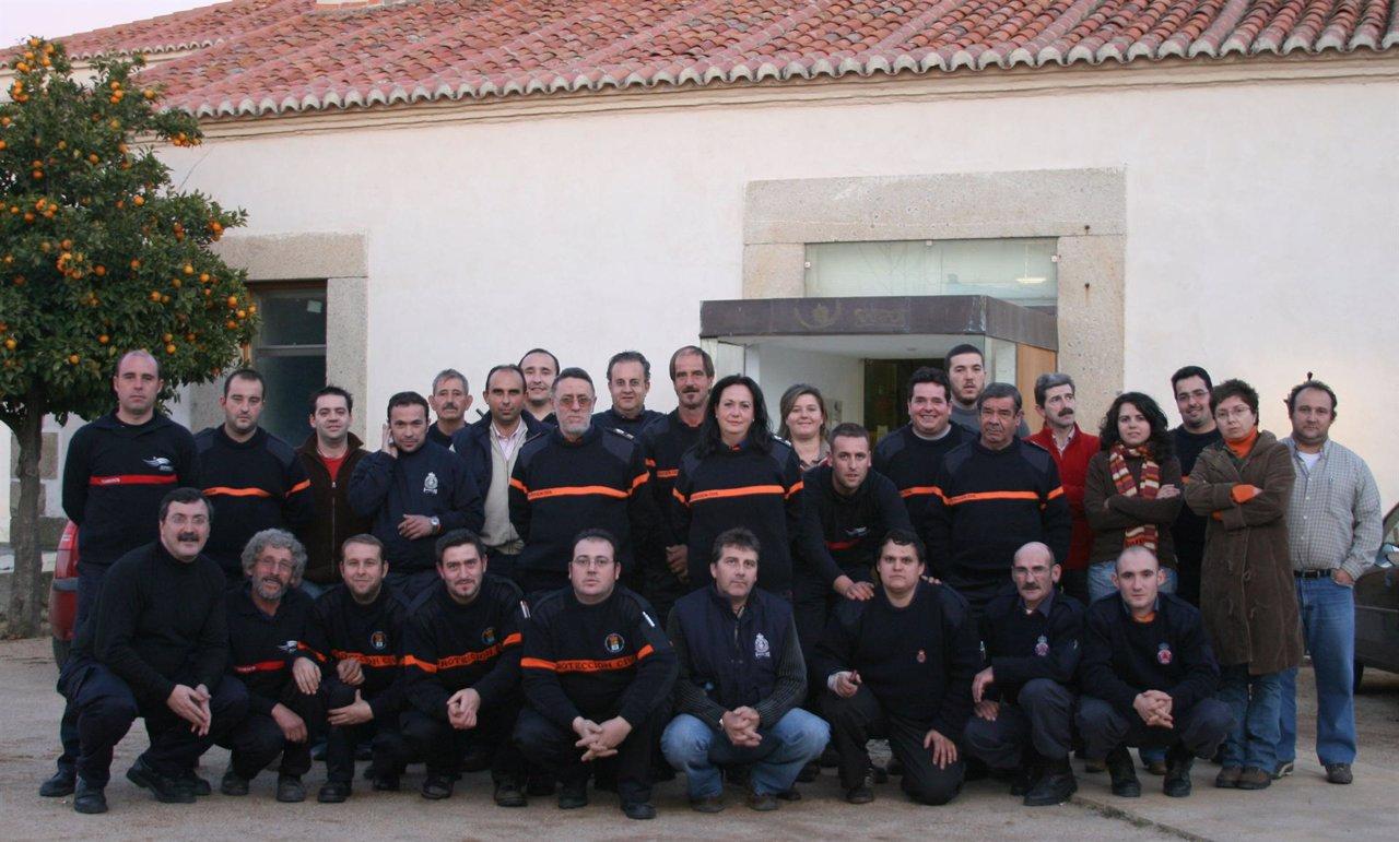Miembros de la Agrupación de Voluntarios de Protección Civil de Valencia de Alcá