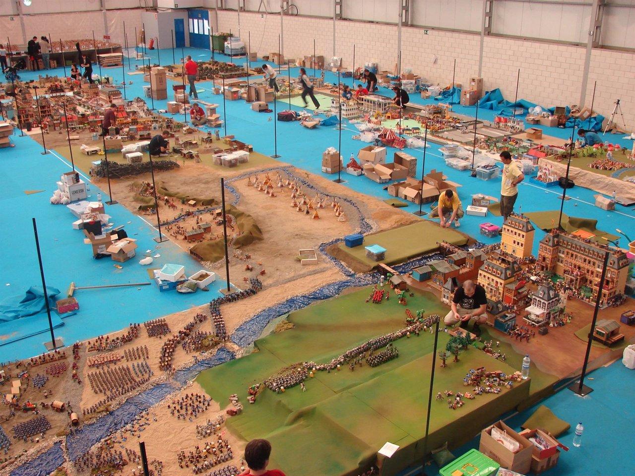 Montaje de una exposición de Playmobil para lograr el Guinness