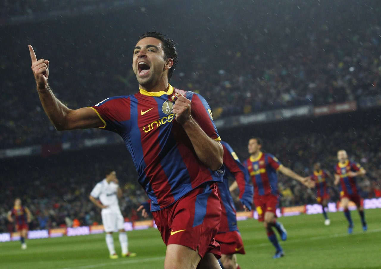 Xavi celebra el primero del Barça sobre el Madrid