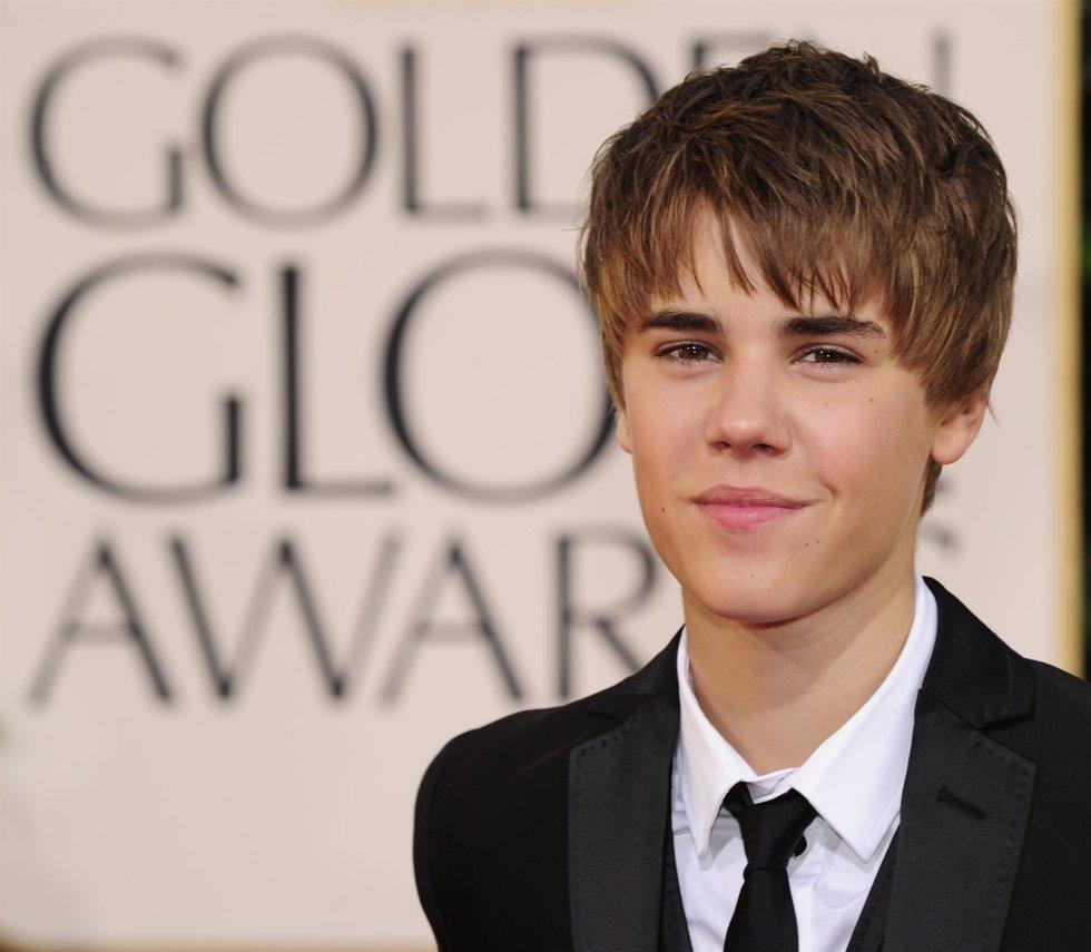 Justin Bieber en la alfombra roja de los Globos de Oro