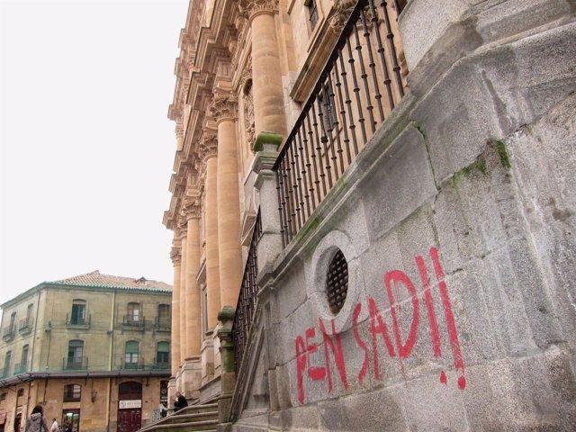 Pintada En La Sede Central De La Universidad Pontificia De Salamanca