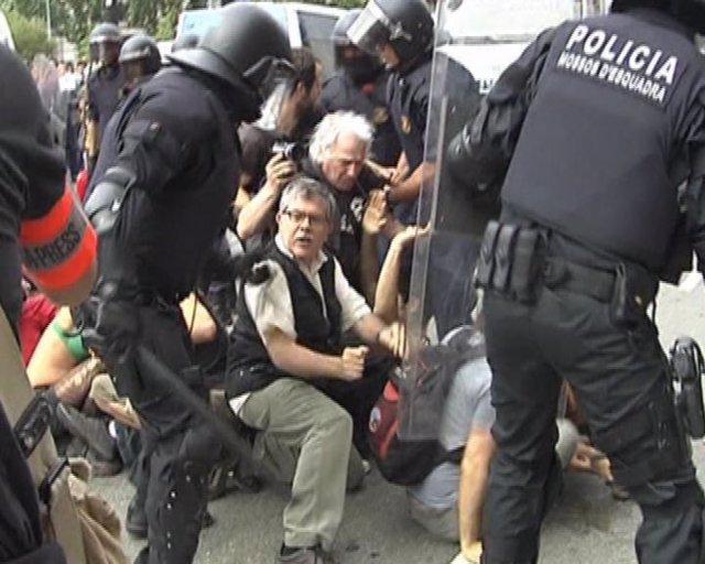 Batalla campal en la Plaza de Catalunya