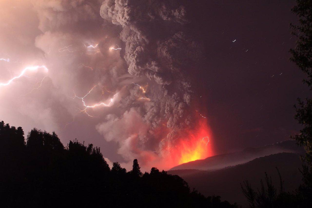 Volcán Puyehue En Erupción