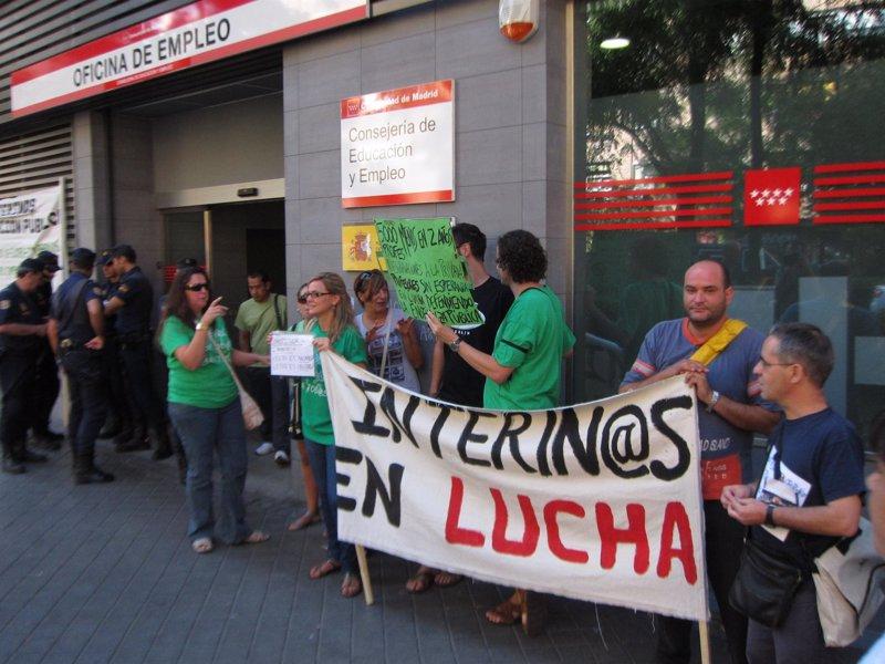 La polic a impide a la concentraci n de interinos la for Unicaja barcelona oficinas