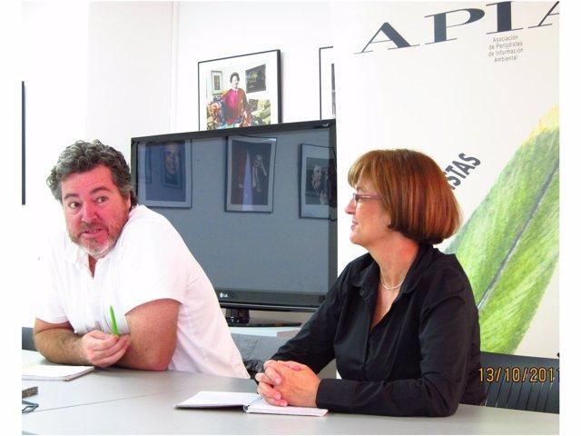 El Candidato De Equo, Juan López De Uralde, Con La Presidenta De APIA.