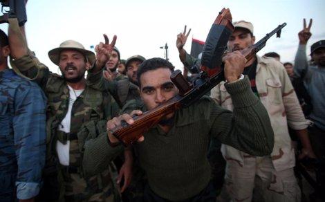 Combatientes Del CNT Celebran La Toma Final De Bani Walid