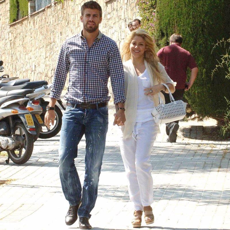 Piqué y Shakira, juntos de nuevo paseando por Barcelona.