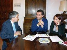 El Alcalde De Moguer, Gustavo Cuéllar, Junto Al Director De Ence, Ernesto García