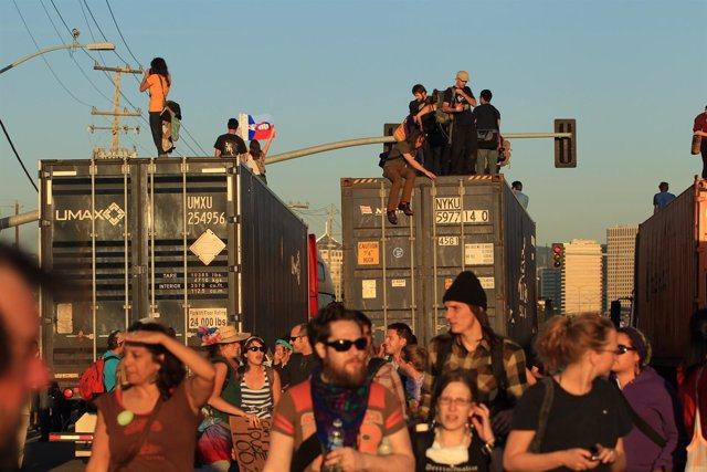 Movimiento 'Occupy Oakland' Detiene La Actividad Del Puerto De Oakland