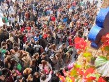 Cientos De Jóvenes Protestan Contra Los Recortes En Educación