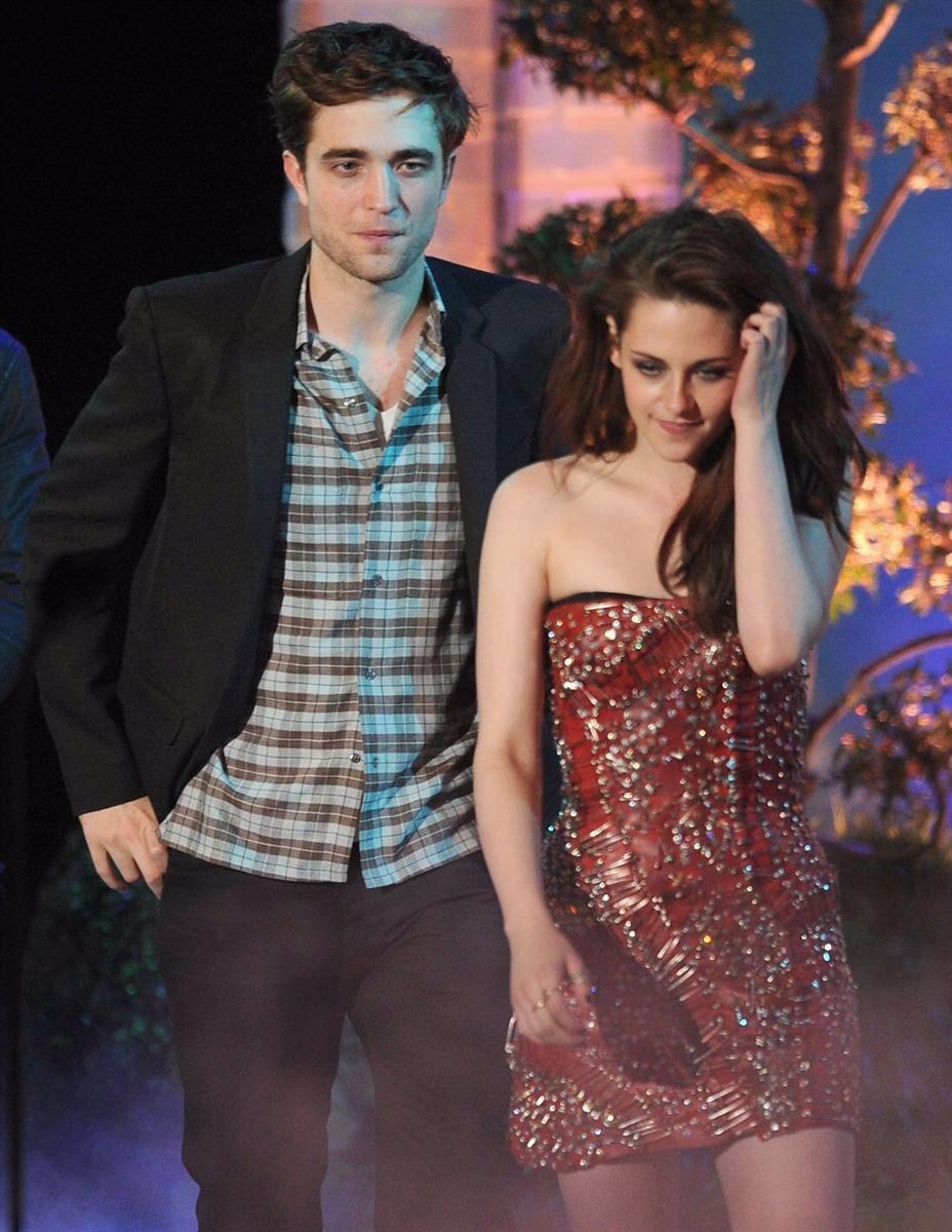 Robert Pattinson Y Kristen Stewart En Los MTV Video Awards 2011