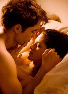 Robert Pattinson Y Kristen Stewart En Amanecer