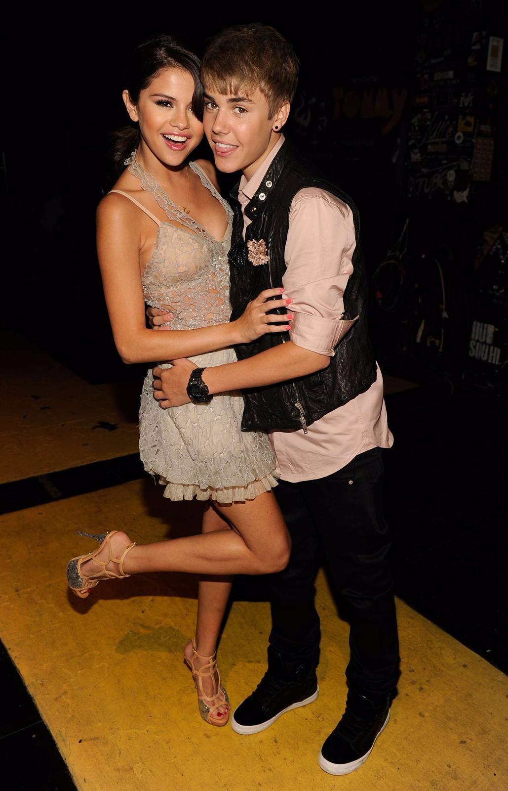 Justin Bieber Y Selena Gomez Posan Divertidos Y Muy Agarrados