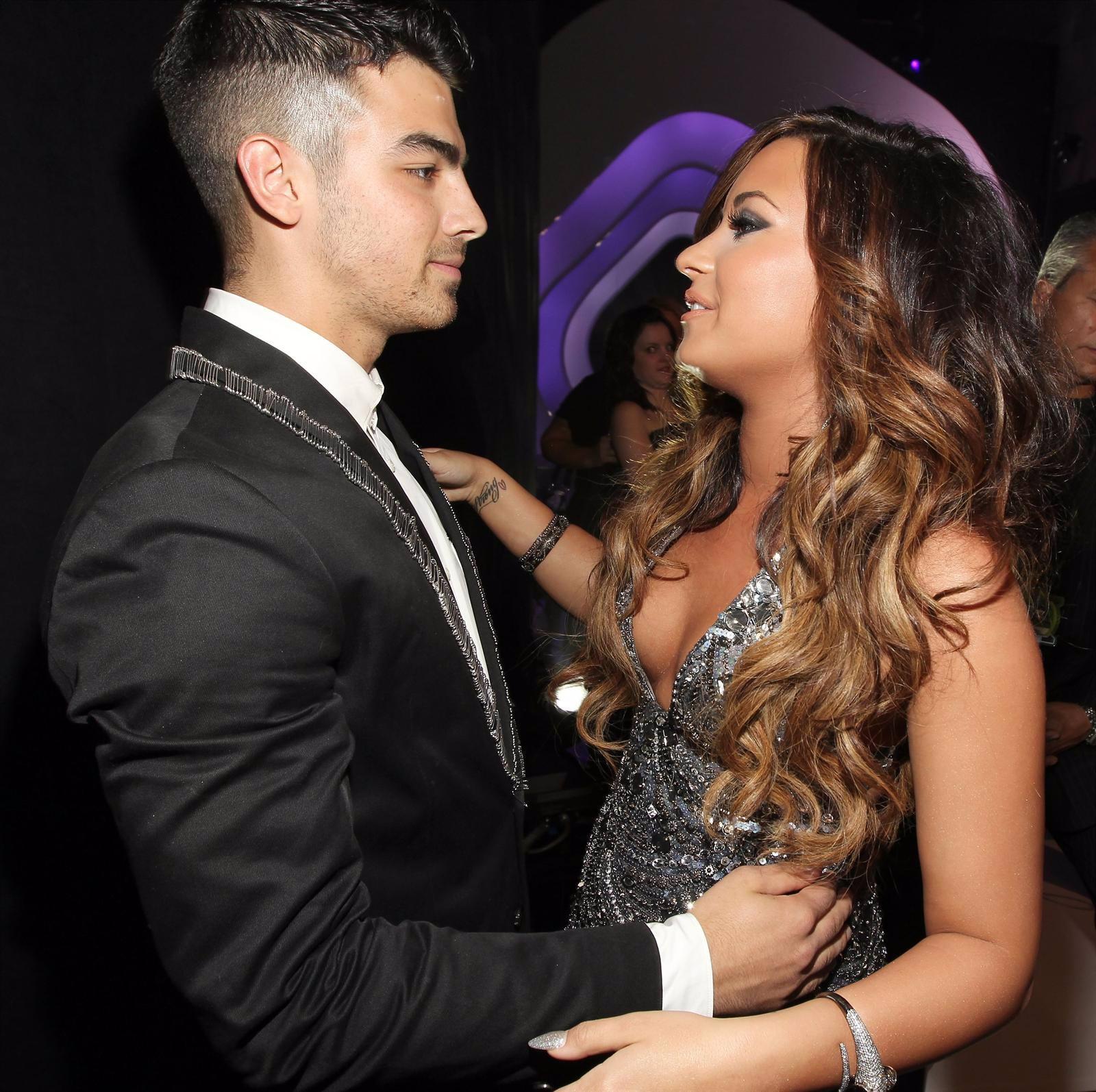 Joe Jonas Y Demi Lovato En Los MTV