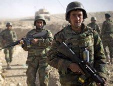 Soldados afganos de patrulla