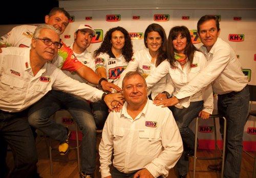El equipo KH-7 ha presentado a los pilotos que competirán en el Rally Dakar
