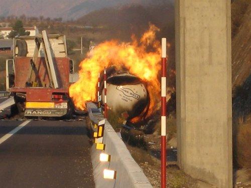 Bomberos murcianos recomiendan usar camiones cisterna de doble casco para mejorar el transporte de gas licuado