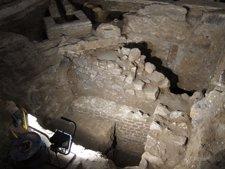 Restos De La Basílica De St Just, Con Muro Del S.I DC, El De Piedras Pequeñas