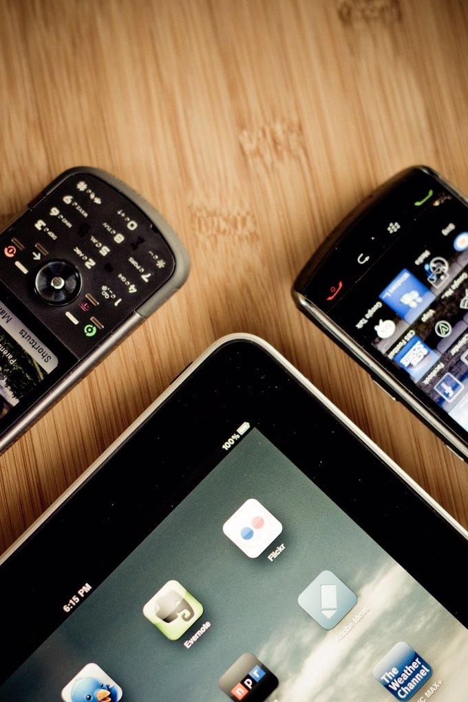 Tablet Y Movil Por Seantoyer Flickr CC