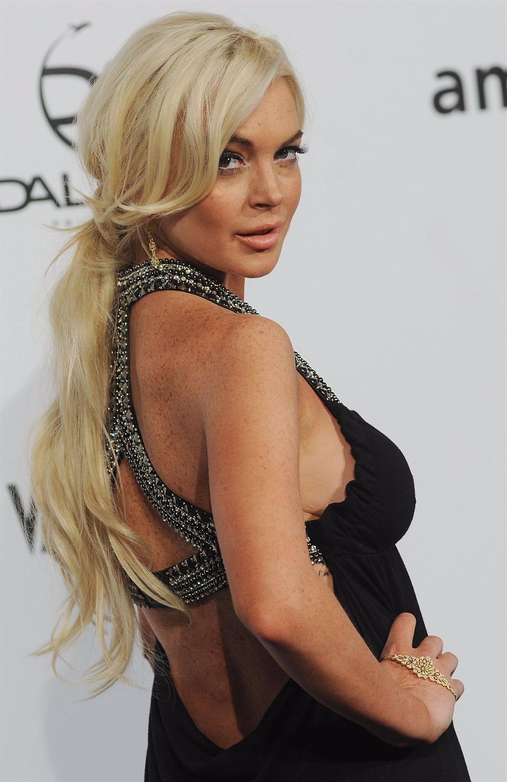 Lindsay desnuda en la trampa de los padres
