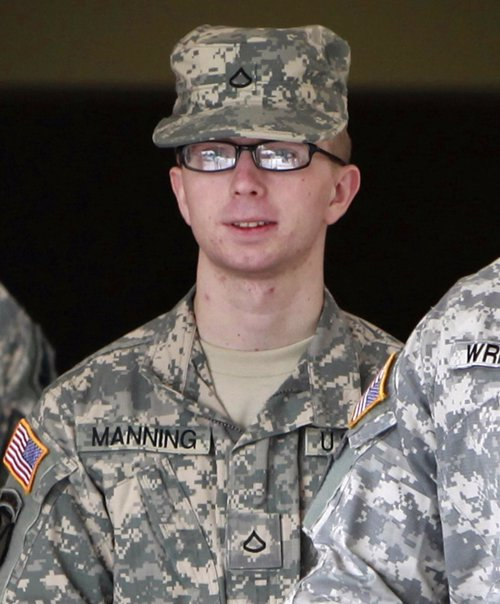 Manning ser juzgado por un tribunal militar por las for Juzgado togado militar