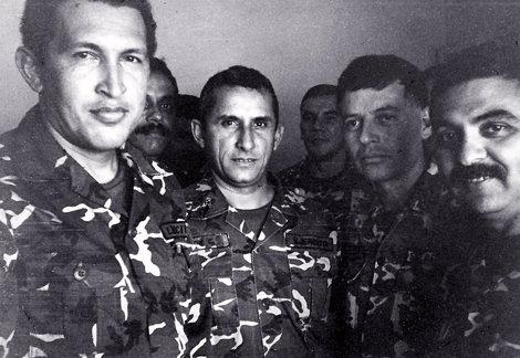 Hugo Chávez Junto A Compañeros De Armas Tras Su Intento De Golpe De Estado