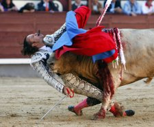 Cogida Sufrida Por El Matador De Toros Julio Aparicio En La Plaza De Las Ventas,