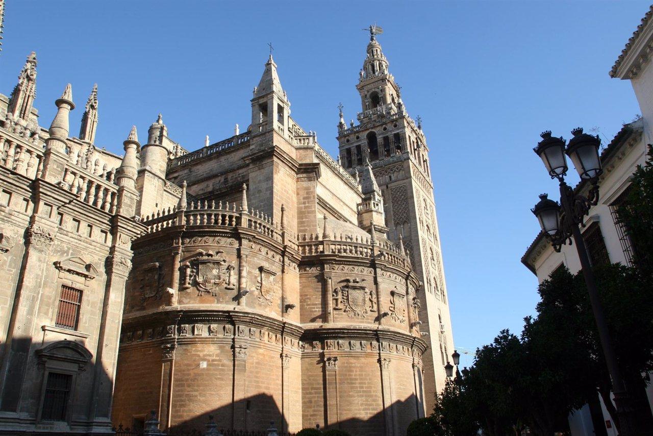 Descubiertas en la catedral dos inhumaciones cristianas for Exterior catedral de sevilla