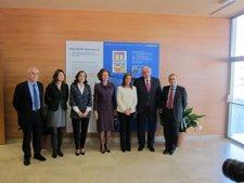 La Reina, Con La Ministra De Sanidad Y Los Representantes Del CSIC Y La UPM