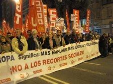 Miles De Personas Se Manifiestan En Zaragoza.