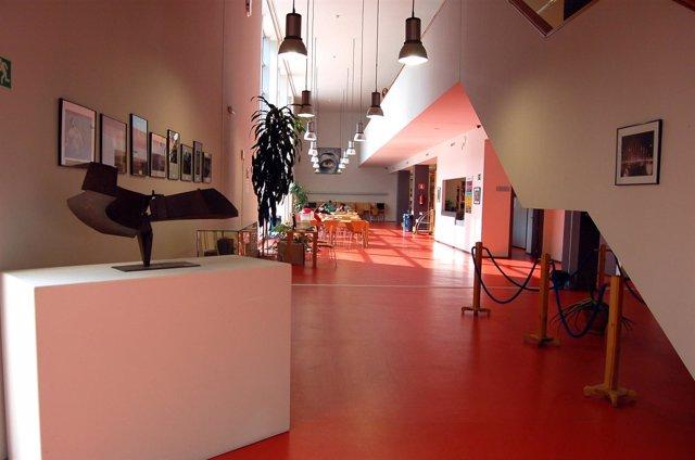 La biblioteca municipal isaac alb niz abre al p blico la for Biblioteca uned madrid