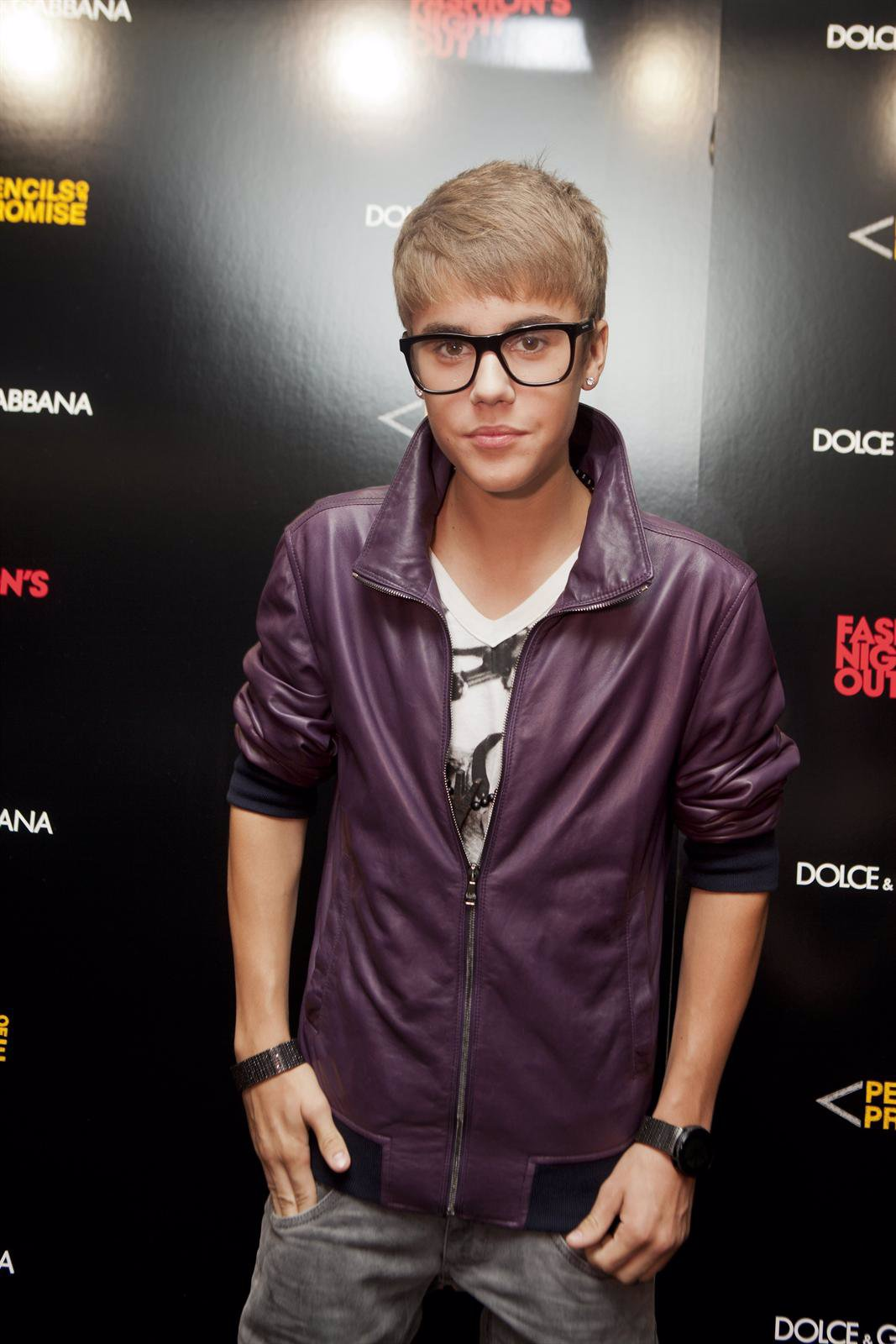Posado De Justin Bieber En Un Photocall