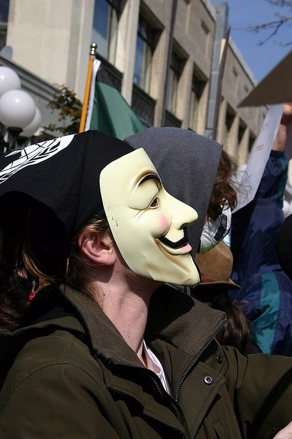 El FBI acusa a Anonymous de cargar 500.000 euros en targetas