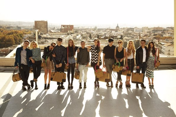 Jóvenes Que Representan A La Firma Loewe En Su Nuevo Vídeo Promocional