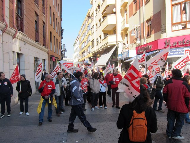 El Piquete Informativo Para El Comercio De Valladolid Recorre Una Calle
