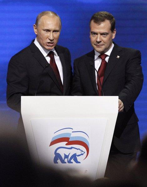 Vladimir Putin Y Dmitri Medvedev En Un Mitin De Su Partido