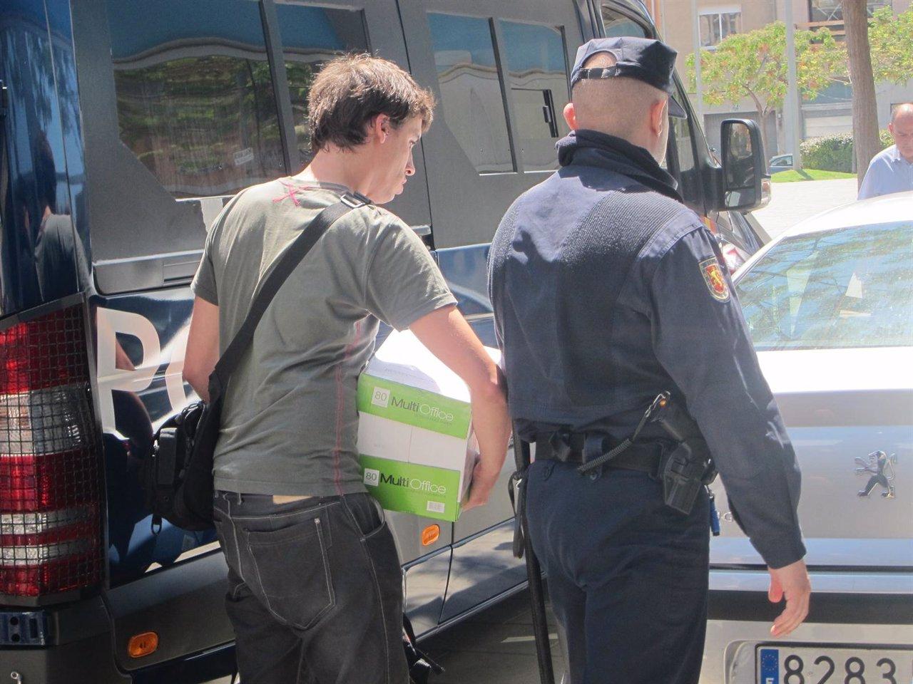 La polic a nacional detiene a tres trabajadores del inem for Oficina inem lleida