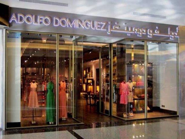 Ampl adolfo dom nguez planea un ere para 50 for Tiendas adolfo dominguez valencia