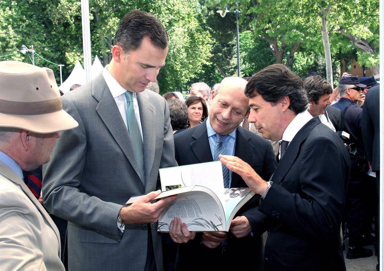 El Príncipe Felipe En La Feria Del Libro