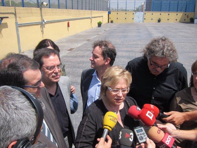 Delegación De Diputados Catalanes Visitan El CIE De Zona Franca