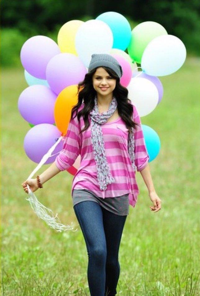 Selena Gomez presenta su colección de ropa 'Dream Out Loud'