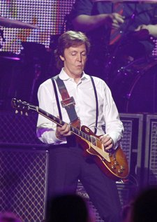 El músico de los Beatles y Wings Paul McCartney durante un concierto