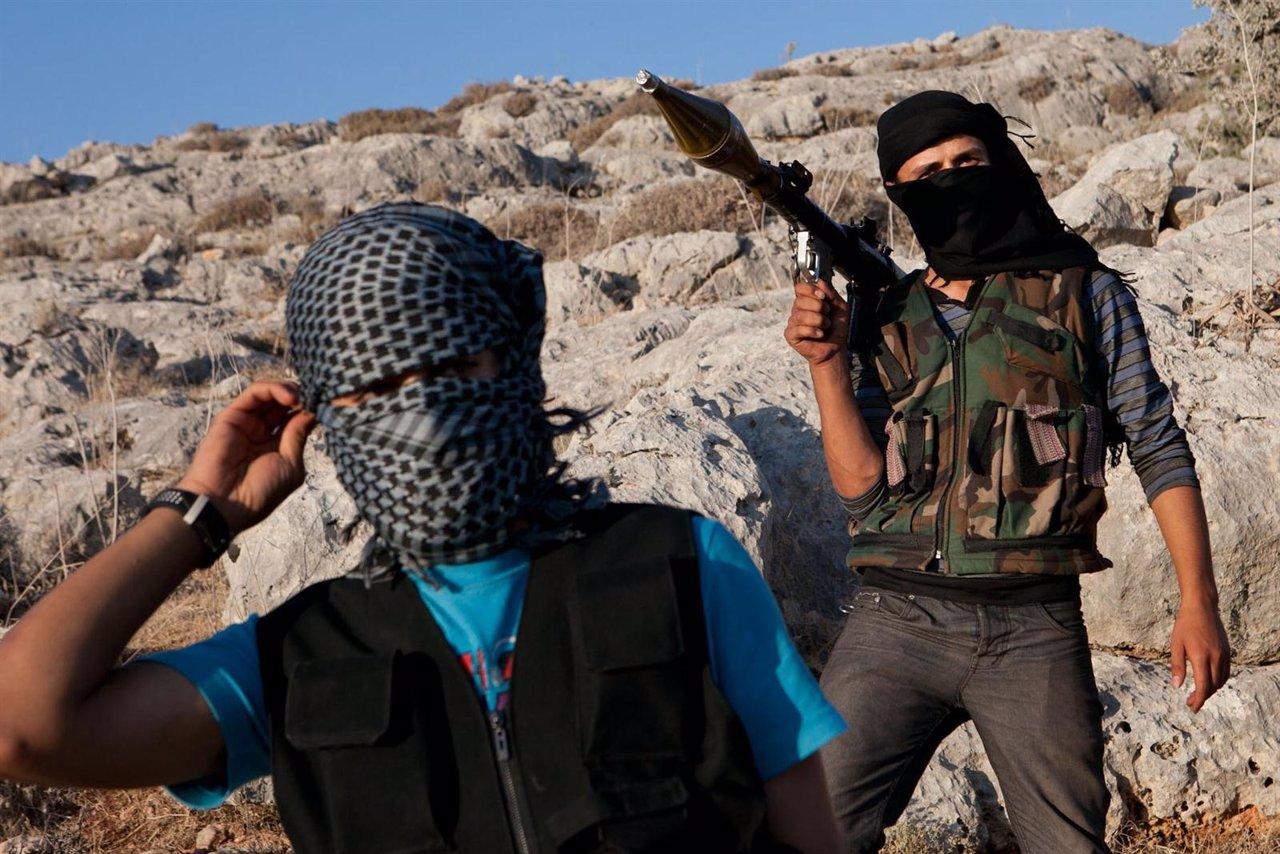 Rebeldes Miembros Del Ejército Libre Sirio En Algún Lugar De Siria