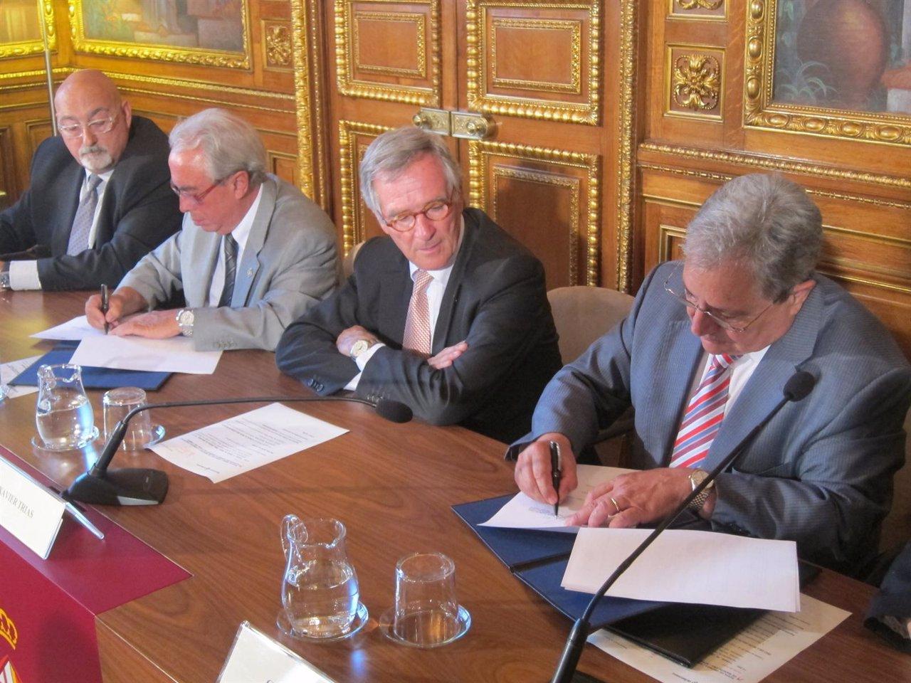 A.Goñi (Pimec Comerç), V.Gasca (F.BCN.Com.), X.Trias Y G.Farràs (Consell Gremis)