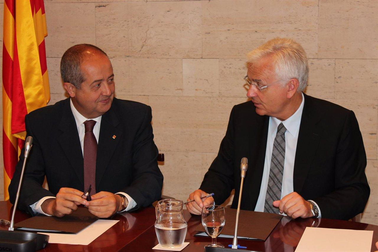 Firma De Un Convenio Entre Los Consellers F.Puig Y F.Mascarell