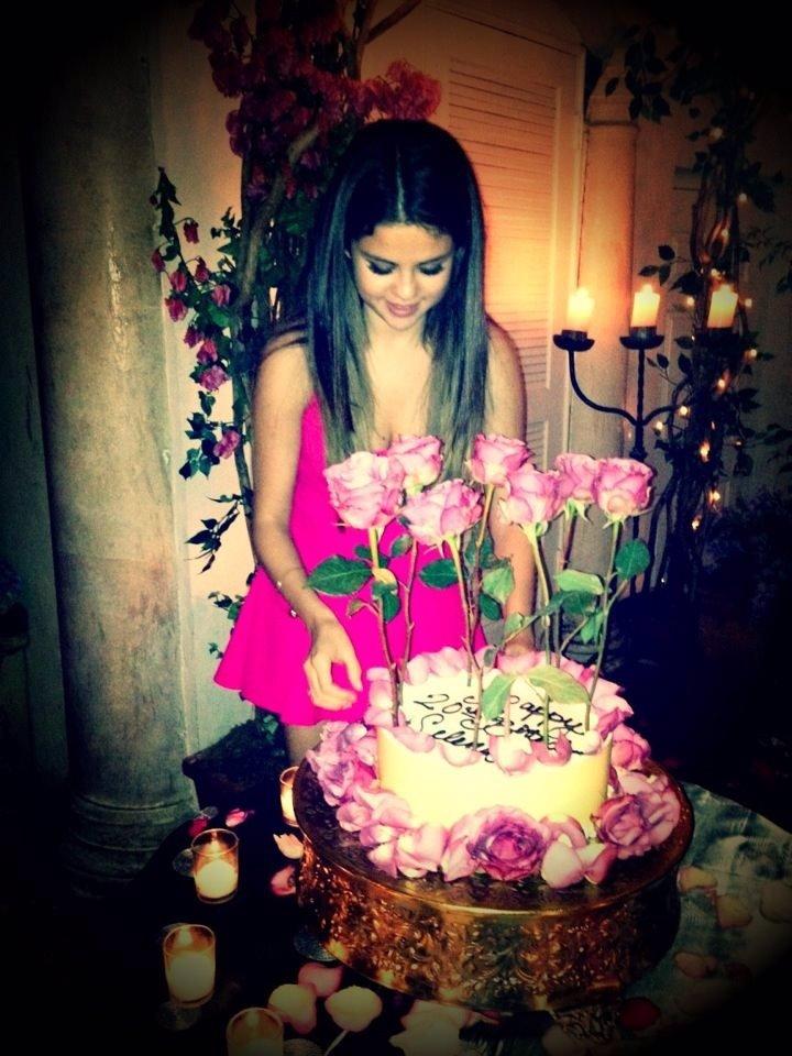 Selena Gomez celebra su 20 cumpleaños