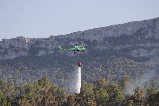 Helicóptero En El Incendio Del Alt Empordà