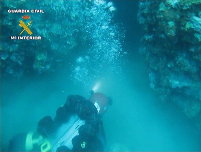 Rescate del cadáver de un submarinista en Torroella