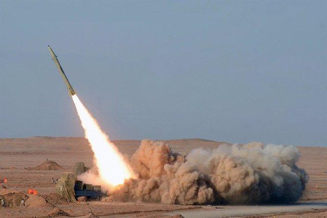 Presentación de los misiles iraníes de cuarta generación Fateh 110
