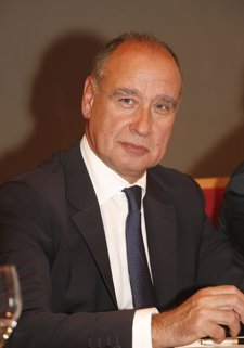 Carlos Moreira, La Seda